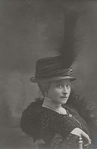 Gabrielle Bernard, son épouse